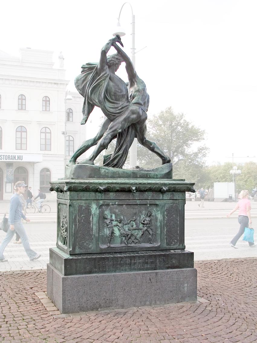 """Johan Peter Molin, """"Bältespännarna"""". © Foto: Jan Peter Dahlqvist, 2004"""