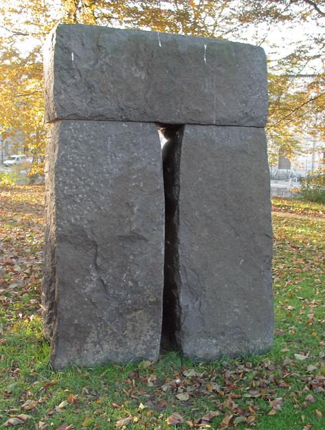 """© Pål Svensson, """"Den hemlighetsfulla porten"""" © Foto: Jan Peter Dahlqvist, 2003"""