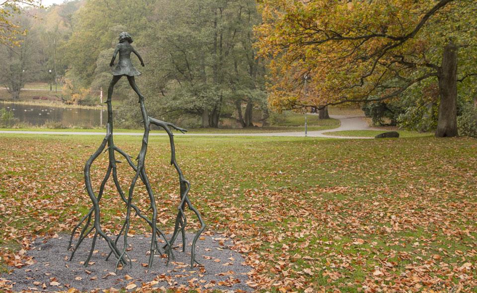 Skulptur av konstnären Klara Kristalova i Slottsskogen, Göteborg.