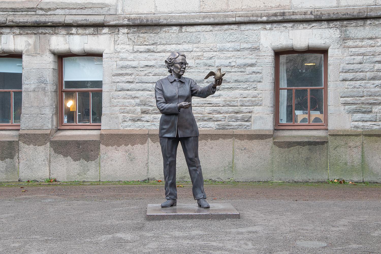 Bronsskulptur av Ingrid Segerstedt Wiberg